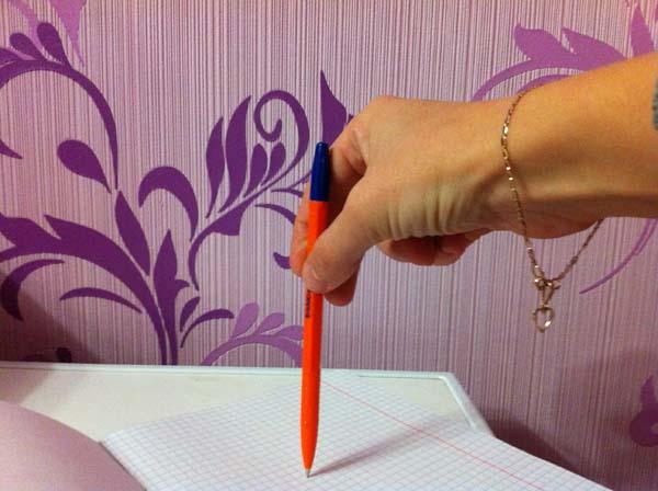 Как научится правильно держать ручку: спускаемся по стержню.