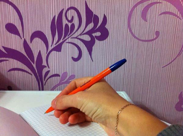 правильное положение ручки при письме